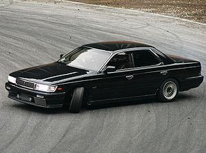 300px-Nissan_laurel_C33